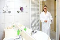 Airport Hotel Budapest 4* beautiful bathroom