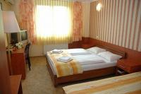 Romantic hotelroom close to Blaha Lujza Square in Hotel Atlantic