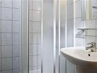 Business Hotel Jagello - bathroom with shower in the hotel in Budapest