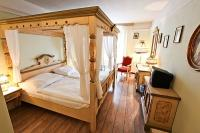 Elegant and romantic hotel room in Hotel Sissi in Budapest